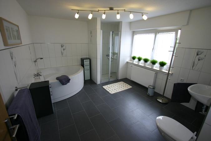 privatzimmervermietung bed breakfast wehrmann baunatal bewegt. Black Bedroom Furniture Sets. Home Design Ideas